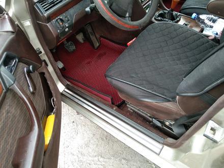 Mercedes-Benz E 200 1991 года за 1 350 000 тг. в Семей – фото 4