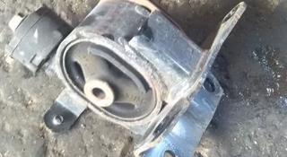 Подушка двигателя левая за 777 тг. в Алматы