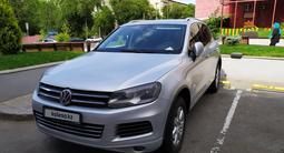 Volkswagen Touareg 2010 года за 7 450 000 тг. в Алматы – фото 2