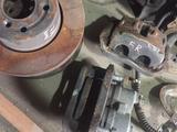 Тормозной суппорт диск ленд ровер дискавери 2 за 25 000 тг. в Алматы