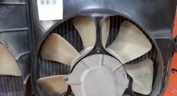Диффузор с вентилятором моторчик крыльчатки охлаждения на Тойота за 15 000 тг. в Алматы – фото 3