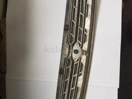 Решетка радиатора Kia Credos за 8 000 тг. в Петропавловск – фото 2
