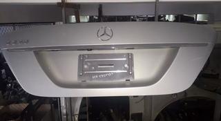 Крышка багажника на Mercedes-Benz s350 w221 за 111 тг. в Алматы