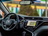 Toyota Camry 2019 года за 14 350 000 тг. в Караганда – фото 2