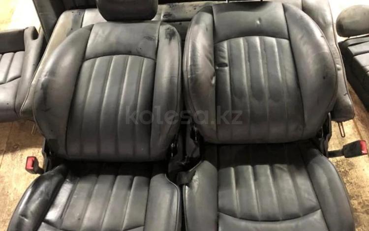 Передние сиденья от Мерседес CLS 219 за 100 000 тг. в Алматы