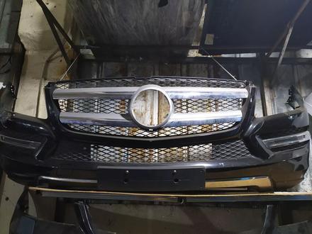 Бампер передний на Mercedes-Benz GL w166 за 370 000 тг. в Алматы