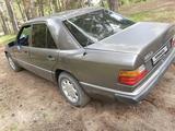 Mercedes-Benz E 220 1993 года за 1 350 000 тг. в Семей