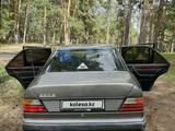 Mercedes-Benz E 220 1993 года за 1 350 000 тг. в Семей – фото 4