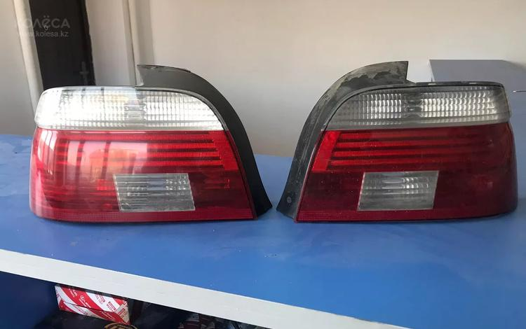 Задние фонари на БМВ е39 с белыми поворотниками комплект рестайлинговые за 70 000 тг. в Атырау