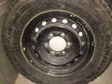 Зимние шины с дисками R15 С 205/70 Toyota Hiace за 110 000 тг. в Атырау