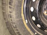 Зимние шины с дисками R15 С 205/70 Toyota Hiace за 110 000 тг. в Атырау – фото 3