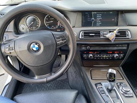 BMW 750 2010 года за 7 700 000 тг. в Алматы – фото 12
