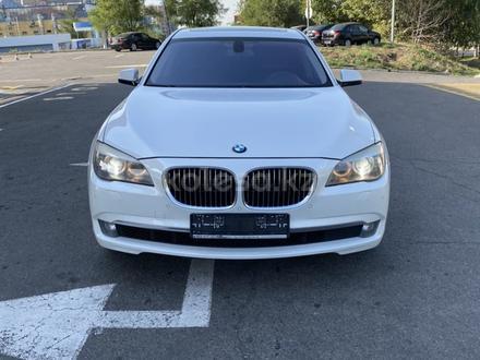 BMW 750 2010 года за 7 700 000 тг. в Алматы – фото 2