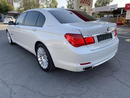 BMW 750 2010 года за 7 700 000 тг. в Алматы – фото 5