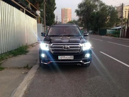 Рестайлинг комплект Land Cruiser 200 2008-2015 под 2020 год за 800 000 тг. в Алматы