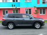 Toyota Highlander 2013 года за 11 000 000 тг. в Атырау