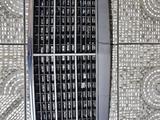 Решетка радиатора Мерс Мерседес Mers Mercedes за 15 000 тг. в Усть-Каменогорск