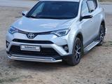 Toyota RAV 4 2019 года за 13 500 000 тг. в Уральск – фото 3