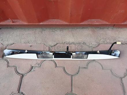 Планка на крышку багажника Lexus RX300 за 20 000 тг. в Алматы – фото 2