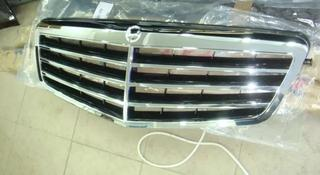 Центральная решетка радиатора на Mercedes W212 за 50 000 тг. в Алматы