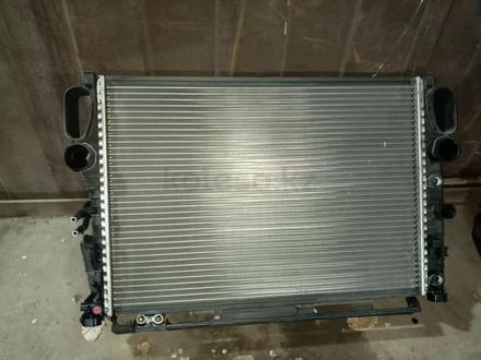 Радиатор охлаждения w211 e350 за 40 000 тг. в Алматы
