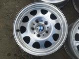 Оригинальные легкосплавные диски 34 стиль на BMW 3 (Германия R15 5 за 80 000 тг. в Нур-Султан (Астана) – фото 3