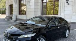 Toyota Camry 2019 года за 14 200 000 тг. в Алматы – фото 2
