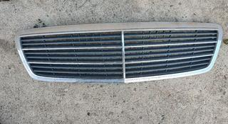 Решетка радиатора Мерс Цешка Мерседес 203 Mercedes w203 c180 c200… за 20 000 тг. в Алматы