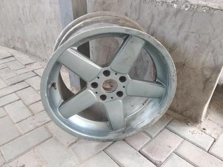R18 5x120 J9.5 один диск оригинал на BMW за 20 000 тг. в Алматы