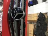 Решетку на Mercedes 216 кузов CL 500 за 150 000 тг. в Алматы