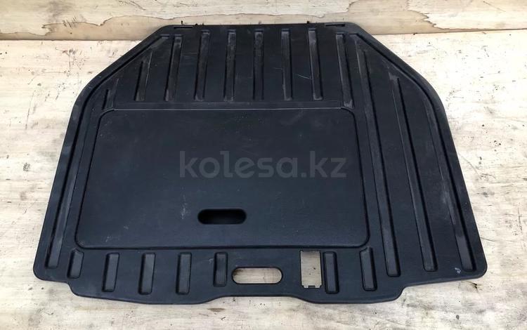 Пол (пластик) багажника Mitsubishi Diamante f31a за 8 000 тг. в Алматы