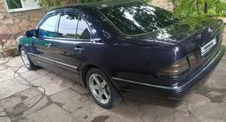 Mercedes-Benz E 200 1998 года за 2 600 000 тг. в Караганда – фото 3