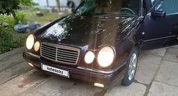 Mercedes-Benz E 200 1998 года за 2 600 000 тг. в Караганда
