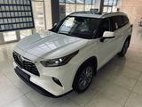Toyota Highlander 2021 года за 35 700 000 тг. в Алматы