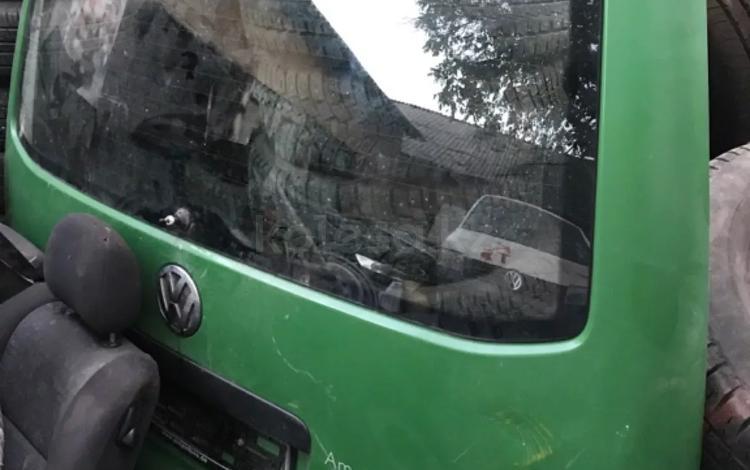 Задний дверь багажник на Volkswagen transporter за 1 000 тг. в Алматы