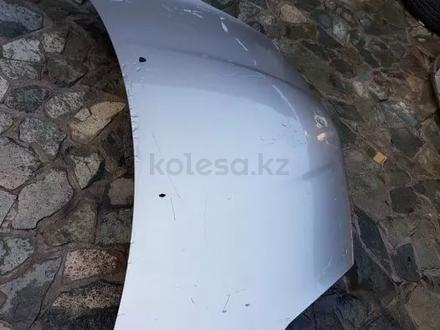 Капот на Toyota Sienna (04-09) за 80 000 тг. в Алматы – фото 3