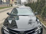 Toyota Camry 2018 года за 12 600 000 тг. в Алматы – фото 2