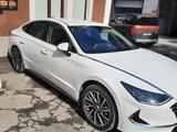 Hyundai Sonata 2021 года за 15 500 000 тг. в Алматы – фото 2
