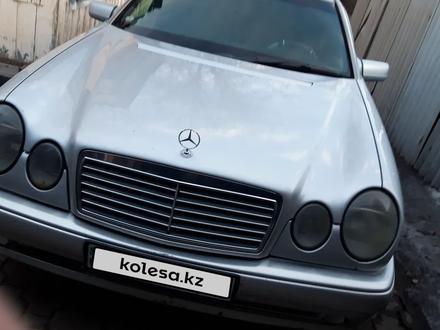 Mercedes-Benz E 230 1997 года за 2 300 000 тг. в Караганда – фото 3