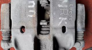 Суппорт тормозной передний правый на Mitsubishi Carisma v1.8 бензин.1995 г за 10 000 тг. в Караганда