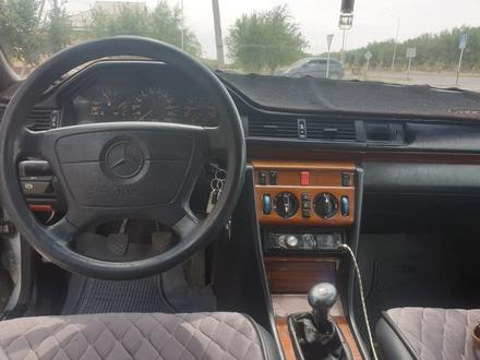 Mercedes-Benz E 220 1994 года за 1 900 000 тг. в Туркестан – фото 3