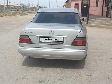 Mercedes-Benz E 220 1994 года за 1 900 000 тг. в Туркестан – фото 4