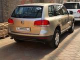 Volkswagen Touareg 2006 года за 5 000 000 тг. в Алматы – фото 2