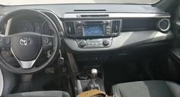 Toyota RAV 4 2015 года за 10 200 000 тг. в Актобе – фото 5