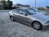 BMW 320 2007 года за 3 700 000 тг. в Атырау – фото 2