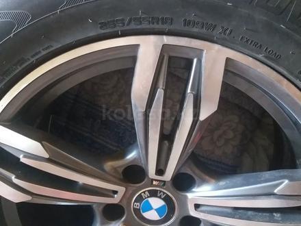 Диски с резиной r18 BMW за 200 000 тг. в Кокшетау – фото 3