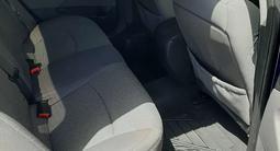 Hyundai Sonata 2011 года за 3 000 000 тг. в Атырау – фото 2