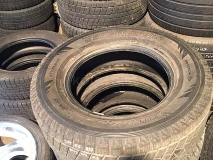 Резина зимняя 275/65 r17, 1 колесо Bridgestone за 25 000 тг. в Алматы – фото 2