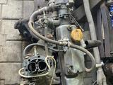 Карбюраторный двигатель с навесным и коробкой передач на 5 ступ… за 80 000 тг. в Темиртау