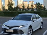 Toyota Camry 2018 года за 12 700 000 тг. в Нур-Султан (Астана)
